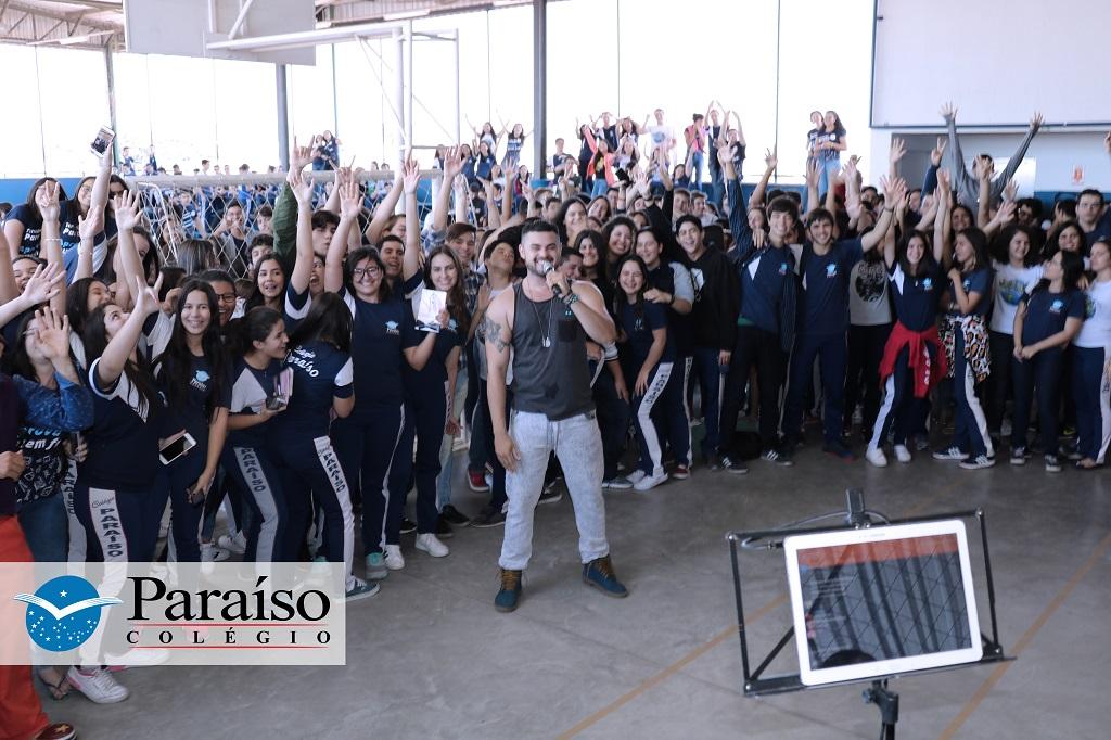 Neste Dia do Estudante teve alegria, diversão e música no Colégio Paraíso