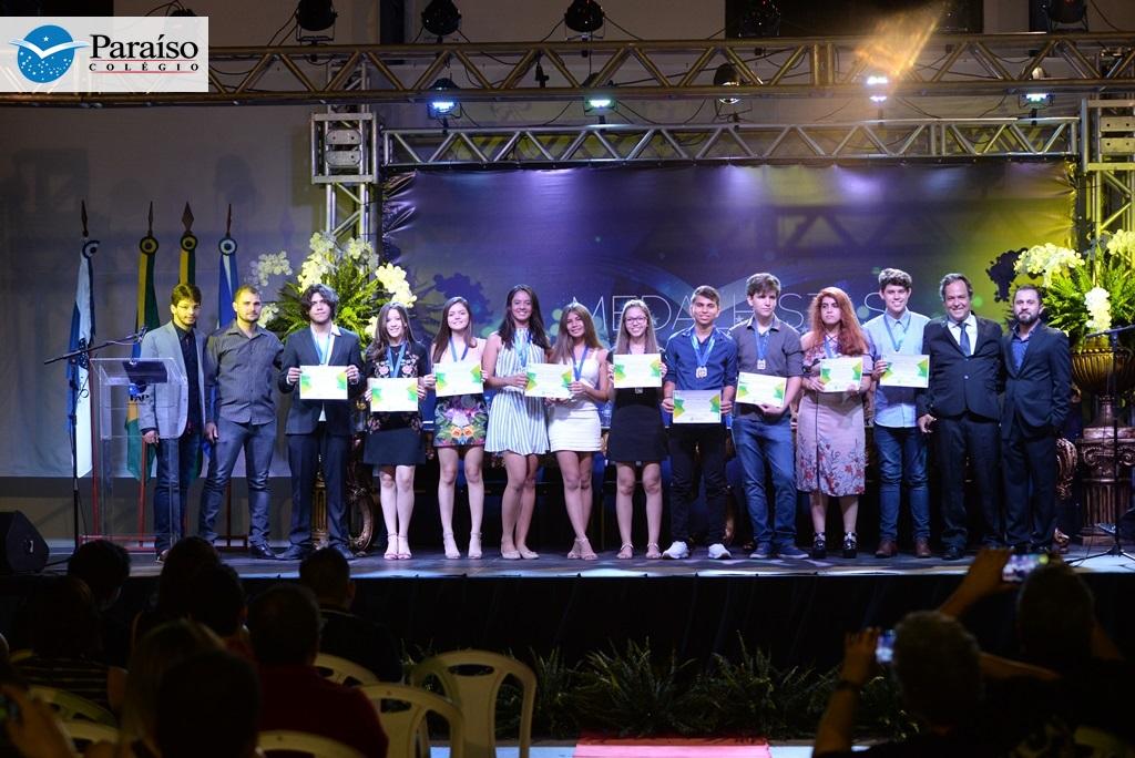 Alunos do Colégio Paraíso recebem mais de 500 medalhas de Olimpíadas realizadas em 2017