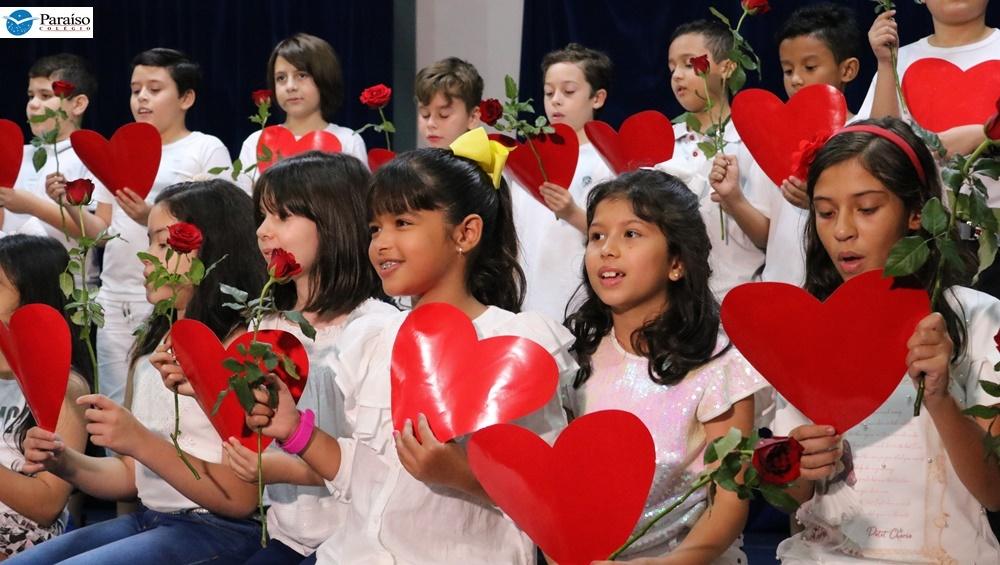 Apresentações dos Estudantes do Ensino Fundamental (Anos iniciais) em homenagens às mães