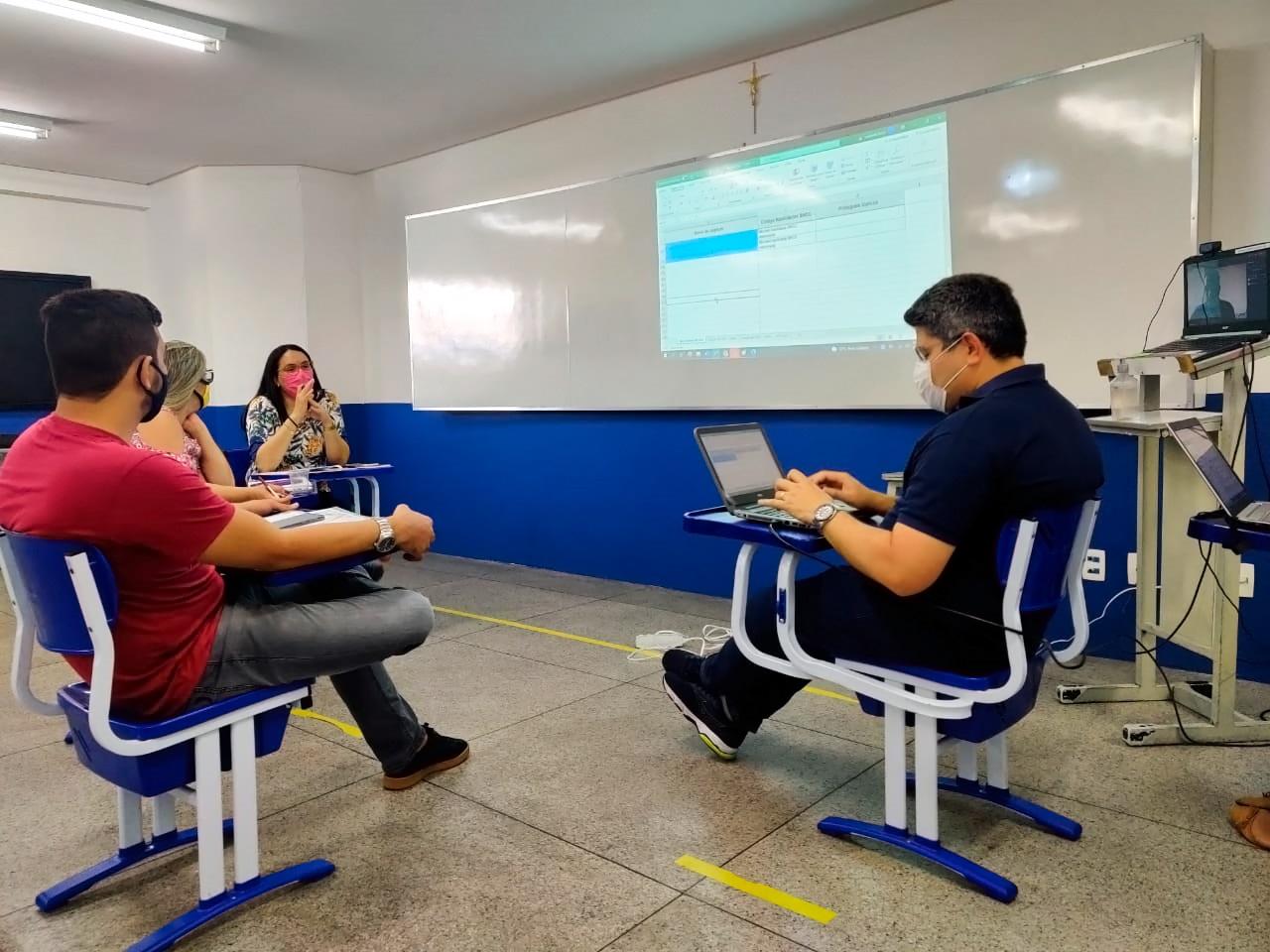 PROFESSORES DO COLÉGIO PARAÍSO PARTICIPAM DE FORMAÇÃO PEDAGÓGICA